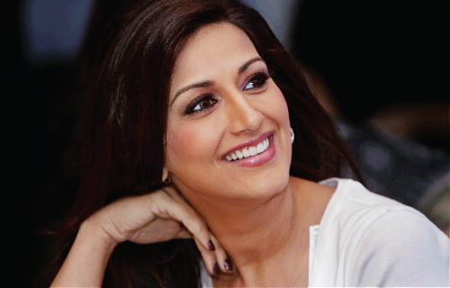 Sonali Bendre returns to work after cancer treatment - e paper - english news paper today - news headlines today